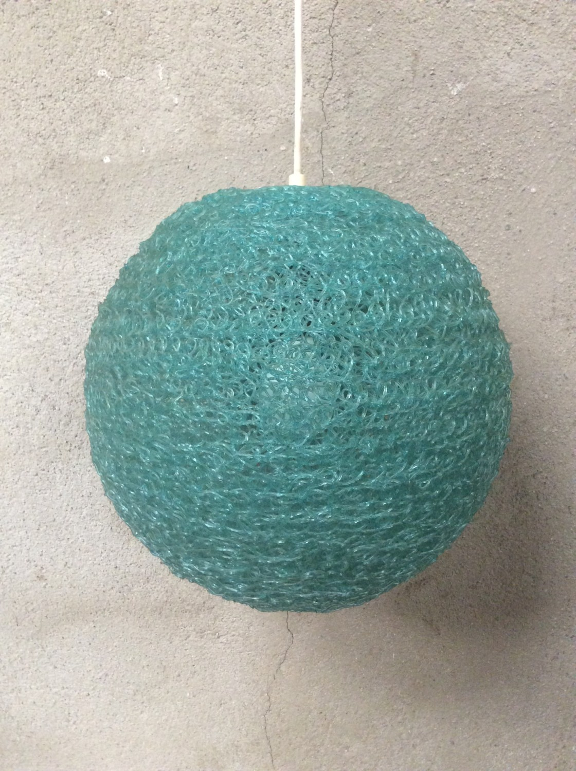 Suspension Boule résine 1970 bleu vintage
