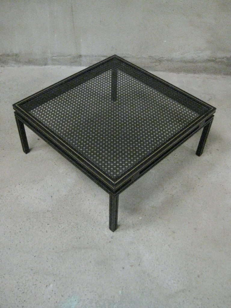Table basse noire Pierre Vandel 1980 Paris